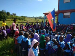 Levée du drapeau d'Haïti pour la rentrée de l'école d'Oriani